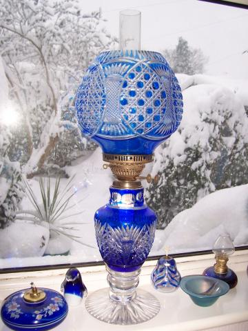 Snow_and_lamp_Feb_2009.jpg